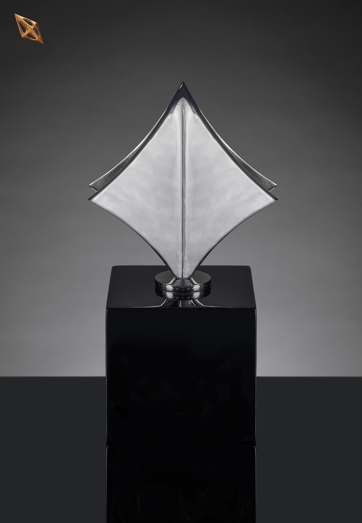 bouwebcollectionkadraj_circle coffee table-basic lamp- nero armchair copy 7